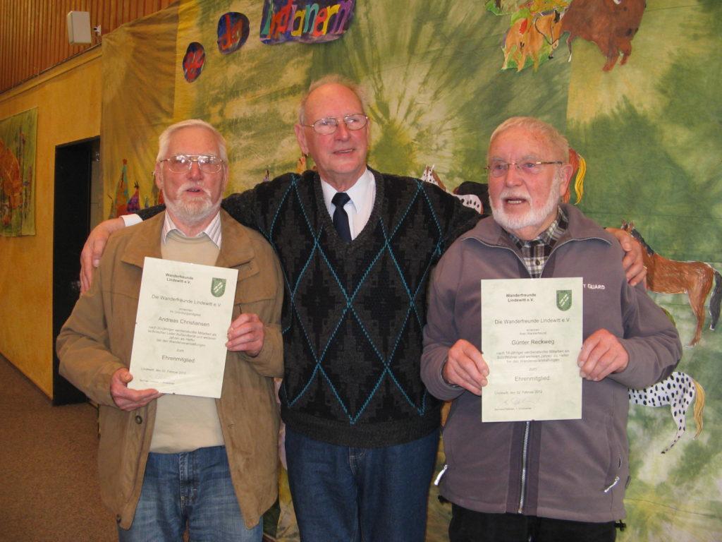 Bernhard mit den beiden Ehrenmitgliedern