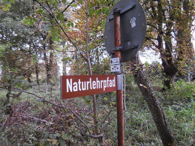 Hinweis auf den Naturlehrpfad